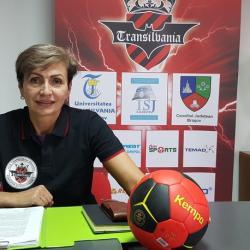 Mariana Tîrcă revine pe banca tehnică după câteva luni de pauză.